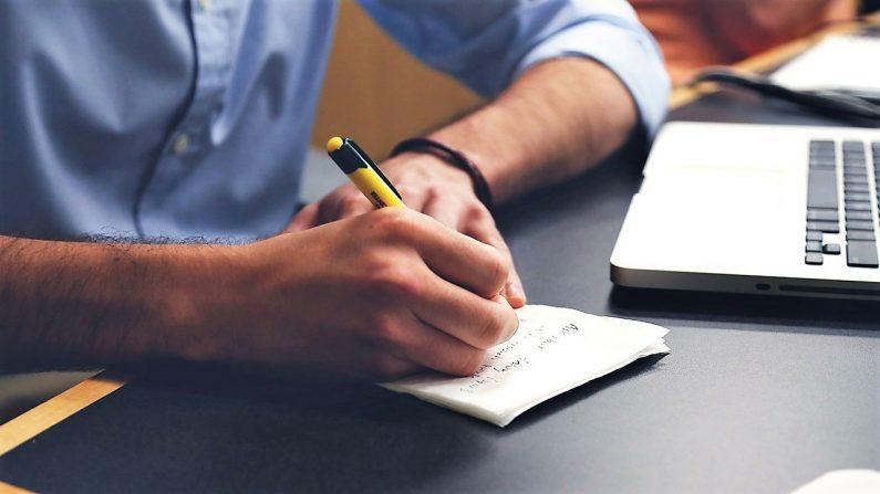 I jobcaféen hos AktivIndsats bliver du bedre til at skrive ansøgninger.